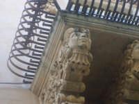 Particolare di un balcone di via Nicolaci  - Noto (1987 clic)