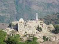 Ruderi del castello di Mistretta e stele della Madonnina del castello  - Mistretta (10858 clic)