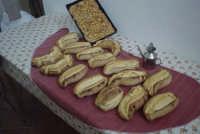 Processo di panificazione nelle zone rurali di Val di Noto. Ed ecco il pane pronto per andare sulla mensa della famiglia  - Granieri (6975 clic)