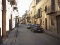 Uno scorcio della via Garibaldi.  - Pietraperzia (6298 clic)