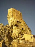 Il castello Barresi, una pennellata d'oro medievale alle sommita del paesaggio pietrino  - Pietraperzia (5550 clic)
