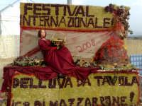 Festival dell'uva da tavola,composizioni artistiche create con chicchi d'uva red globe ed italia.Colori,sfondi ,armonie,flussi di gusti e colori intraprese da grandi volenterosi mani.Colori dorati della sicilia,gusti inconfondibili dell'oro solare,risultati della natura,perplessita' e segreti di abili mani.  - Mazzarrone (3892 clic)