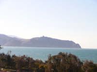 Sulla gobba di quel cammello esule si appoggia il santuario di Tindari.  - Porto rosa (3406 clic)