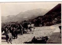 Famiglia Borgettana in visita verso il santuario di Romitello col carretto anno 1946-47  - Borgetto (4056 clic)