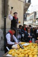 Festa di Pascqua Venditori di Piretti in abiti tipici Modicani d'epoca. Gentile cortesia di Peppe Lucifora.   - Modica (3107 clic)