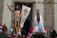La Santa Pasqua (U 'ncuntru) Saluto ai fedeli davanti la Chiesa Madre  - Calascibetta (4573 clic)