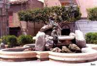 Piazza Aldo Moro - Fontana delle fanciulle  - Campobello di licata (4329 clic)