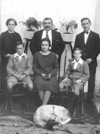 Calogero Ciotta Lopez e famiglia - 1930  - Campobello di licata (9975 clic)