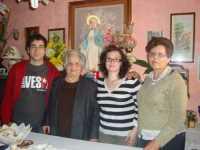 LA MADONNA NELLE CASE DEI SANCARLESI il 19 Maggio 2010 la madonna viene accolta dalla famiglia Fontanetta Carlo  - Chiusa sclafani (3365 clic)