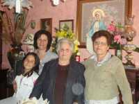 LA MADONNA NELLE CASE DEI SANCARLESI il 19 Maggio 2010 la madonna viene accolta dalla famiglia Fontanetta Carlo  - Chiusa sclafani (3450 clic)