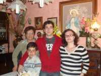 LA MADONNA NELLE CASE DEI SANCARLESI il 19 Maggio 2010 la madonna viene accolta dalla famiglia Fontanetta Carlo  - Chiusa sclafani (3336 clic)