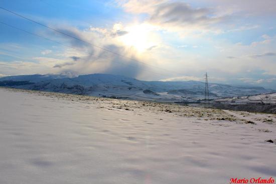 C.da Candelora... sullo sfondo Monte Cardellia... - CORLEONE - inserita il 13-Feb-12