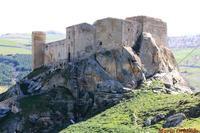 Il Castello di Margana. . . Il Castello di Margana sorge su una rupe rocciosa isolata (470 metri), caratterizzata da pareti lisce a forte pendenza, in questa posizione spettacolare il castello dominava il vasto feudo dei Cavalieri Teutonici, costituendone l'unico punto forte. Costruito intorno al 1328... Dal punto di vista dei collegamenti, il castello si trovava in una posizione centrale, dominando tutta una serie di percorsi viari secondari che transitavano per il grande feudo.  - Prizzi (8146 clic)