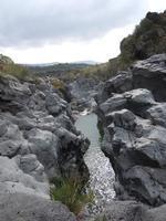 Simeto Sullo sfondo il Ponte dei Saraceni  - Adrano (2561 clic)