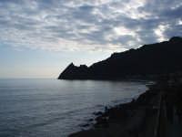 La spiaggia e il Castello Saraceno  - Sant'alessio siculo (6639 clic)