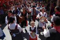 Sfilata gruppo folk A lanterna durante la festa di Sant'Angelo.   - Licata (4679 clic)