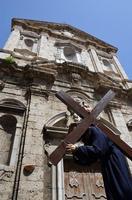 Cristo crocifero in processione, Venerabile confraternita della Misericordia.   - Licata (1894 clic)