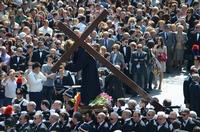 Cristo crocifero in processione, Venerabile confraternita della Misericordia.   - Licata (2036 clic)