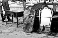 Particolare del mercatino dell'usato che si svolge ogni domenica in Piazza Marina  - Palermo (5541 clic)