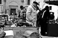 Particolare del mercatino dell'usato che si svolge ogni domenica in Piazza Marina PALERMO Saverio Tu