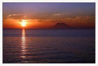 Tramonto sulle isole Eolie dalla spiaggia di Capo Calavý  - Gioiosa marea (3102 clic)