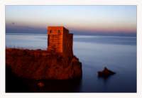 Crepuscolo sulla torre saracena  - Piraino (3780 clic)