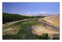 Fiume Troina con sullo sfondo l'Etna  - Troina (2228 clic)