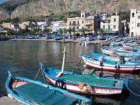Essenzialmente nasce come borgo marinaro a 12 Km. da Palermo, oggi è una delle località balneari più