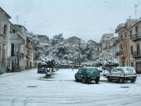 Piazza S. Rosalia sotto la neve 13 febbraio 2009  - Chiusa sclafani (3497 clic)