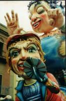 Particolare di un carro allegorico - Carnevale di Sciacca 2001  - Sciacca (5528 clic)