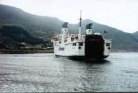 Attracco del traghetto nel porto di favignana  - Favignana (2407 clic)