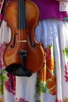 Violinista in abiti folk alla Sagra del mandorlo in fiore, edizione 2008  - Agrigento (2281 clic)