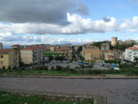 Piazza Europa, Stadio e Torre del Re Federico II (Veduta dal prospiciente Monastero di Montesalvo). [Foto: Zef Cinquegrani]  - Enna (3911 clic)