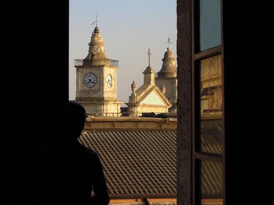 uno sguardo dalla finestra - CALTANISSETTA - inserita il 04-Jul-12