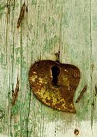 ieri la toppa dell'amore oggi il lucchetto   - San cataldo (2232 clic)