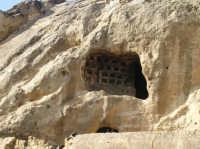 Colombario al primo piano dell'oratorio rupestre di età Bizantina nell'area archeologica di Canalotto  - Calascibetta (2809 clic)