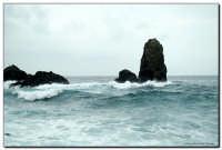 Mare d'inverno Faraglioni di Acitrezza  - Aci trezza (3234 clic)
