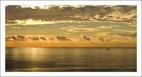 Tramonto dorato un tramonto dorato visto da Aci Trezza  - Aci trezza (3471 clic)