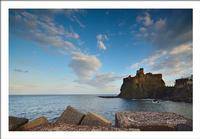 Passeggiando sul molo prima di sera Vista del castello di Acicastello  dal porto   - Aci castello (4052 clic)