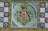 Ponte San Francesco - stemma di Caltagirone in ceramica   - Caltagirone (2154 clic)