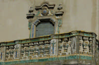 Via Roma - balcone Ventimiglia -  edificio privato - classico esempio di degrado dei beni culturali -   - Caltagirone (2684 clic)