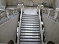 Palazzo di Città - scalone interno  - Caltagirone (1484 clic)