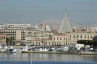 Ortigia particolare del porto con veduta cupola santuario Madonna delle lacrime  - Siracusa (4259 clic)