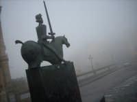Statua di Gualtiero da Caltagirone e nebbia  Caltagirone CALTAGIRONE GIUSEPPE RANNO