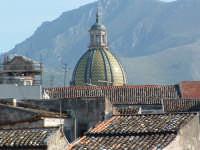 Cupola di S.Giuseppe dei Teatini e tetti di vecchie case da un balcone di Via S.Agostino. PALERMO Pa