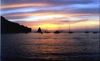 Isola di Vulcano,tramonto dalla spiaggia delle Sabbie nere verso Alicudi e Filicudi.  - Vulcano (11216 clic)