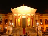 Teatro Massimo, la splendida facciata nelle notti estive(Arch.G.B.Filippo Basile). PALERMO Paolo Nas