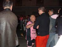 Palermo in A-29/05/2004:Personaggio rosanero davanti allo schermo gigante di Via Venezia durante la