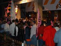 Palermo in A-29/05/2004:Folla rosanero alla festa di Piazza Politeama  - Palermo (2090 clic)