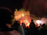 Palermo in A-29/05/2004:Fumogeni e bandiere alla festa di Piazza Politeama  - Palermo (2183 clic)